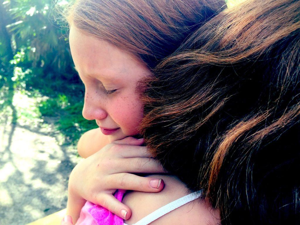 hug, grief, sisters